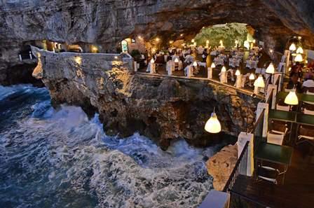 Bari Restaurant Dans Les Rocher